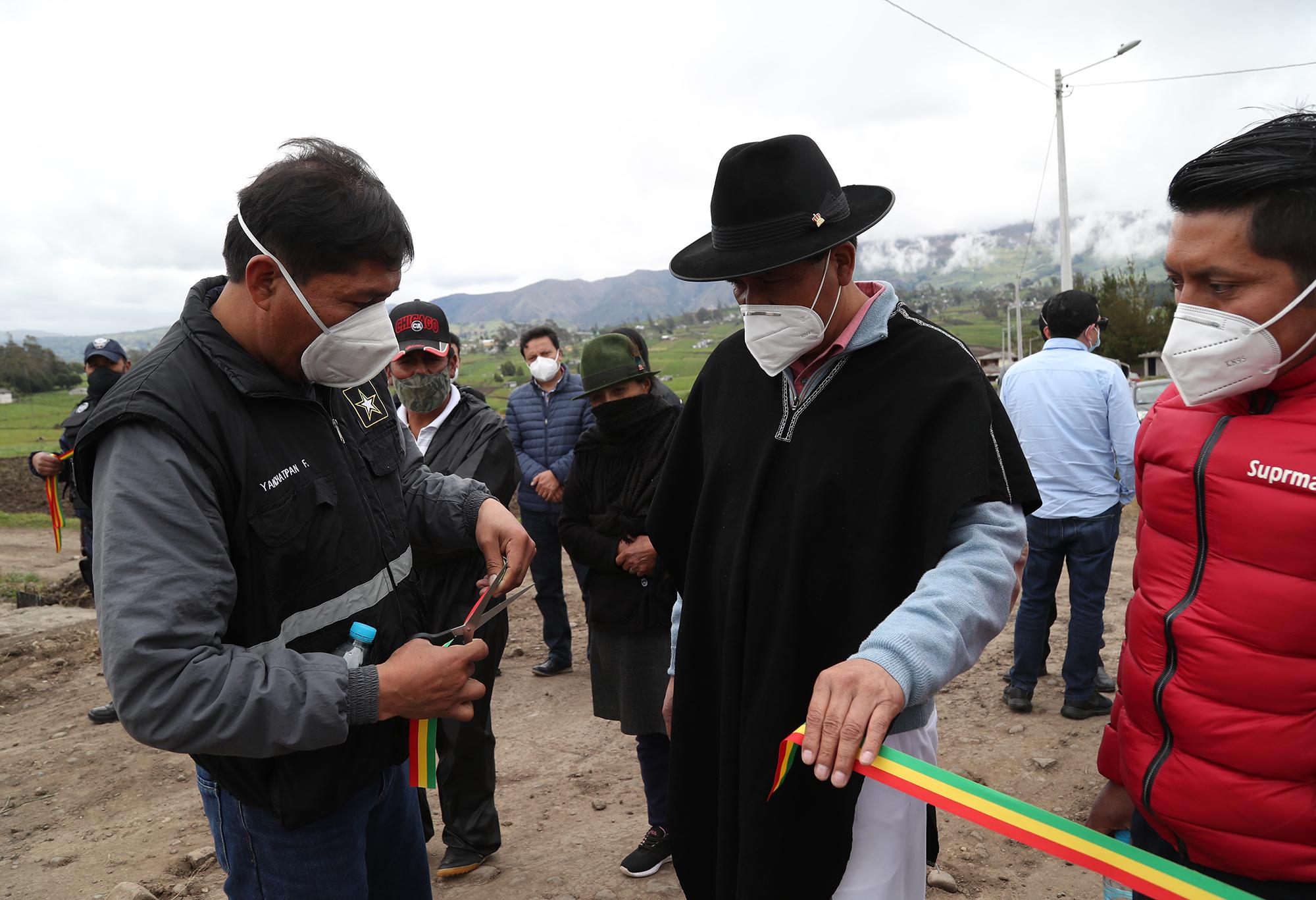 INAUGURACIÓN DEL ALCANTARILLADO EN LA COMUNIDAD DE CHAUPILOMA