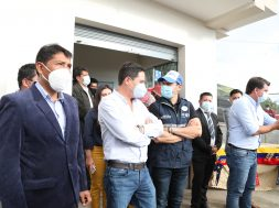 Alcalde de Píllaro junto a autoridades nacionales en Baquerizo Moreno