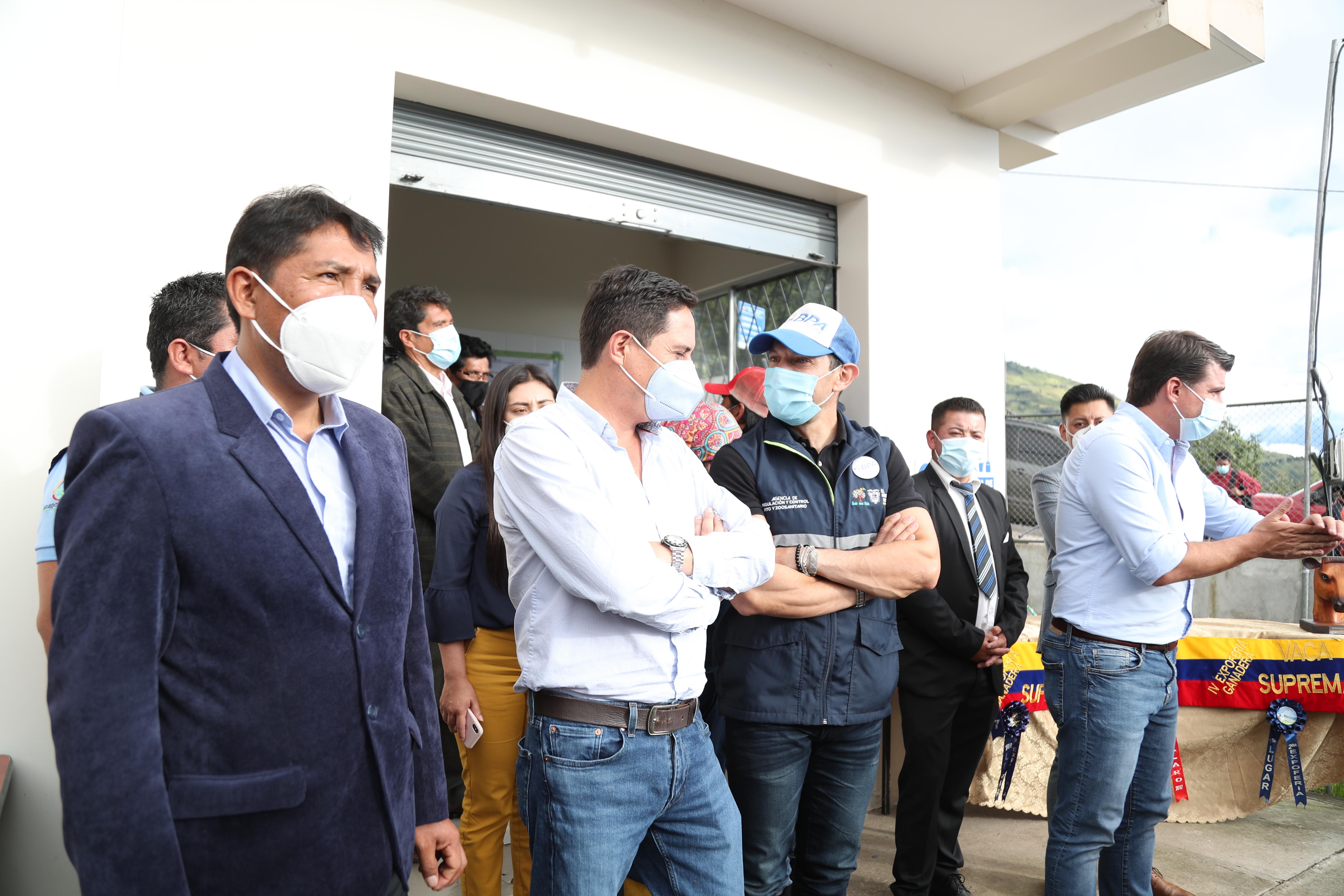 ALCALDE DE PÍLLARO PARTICIPÓ EN ENTREGA DE BENEFICIOS PARA EL SECTOR AGRÍCOLA Y GANADERO