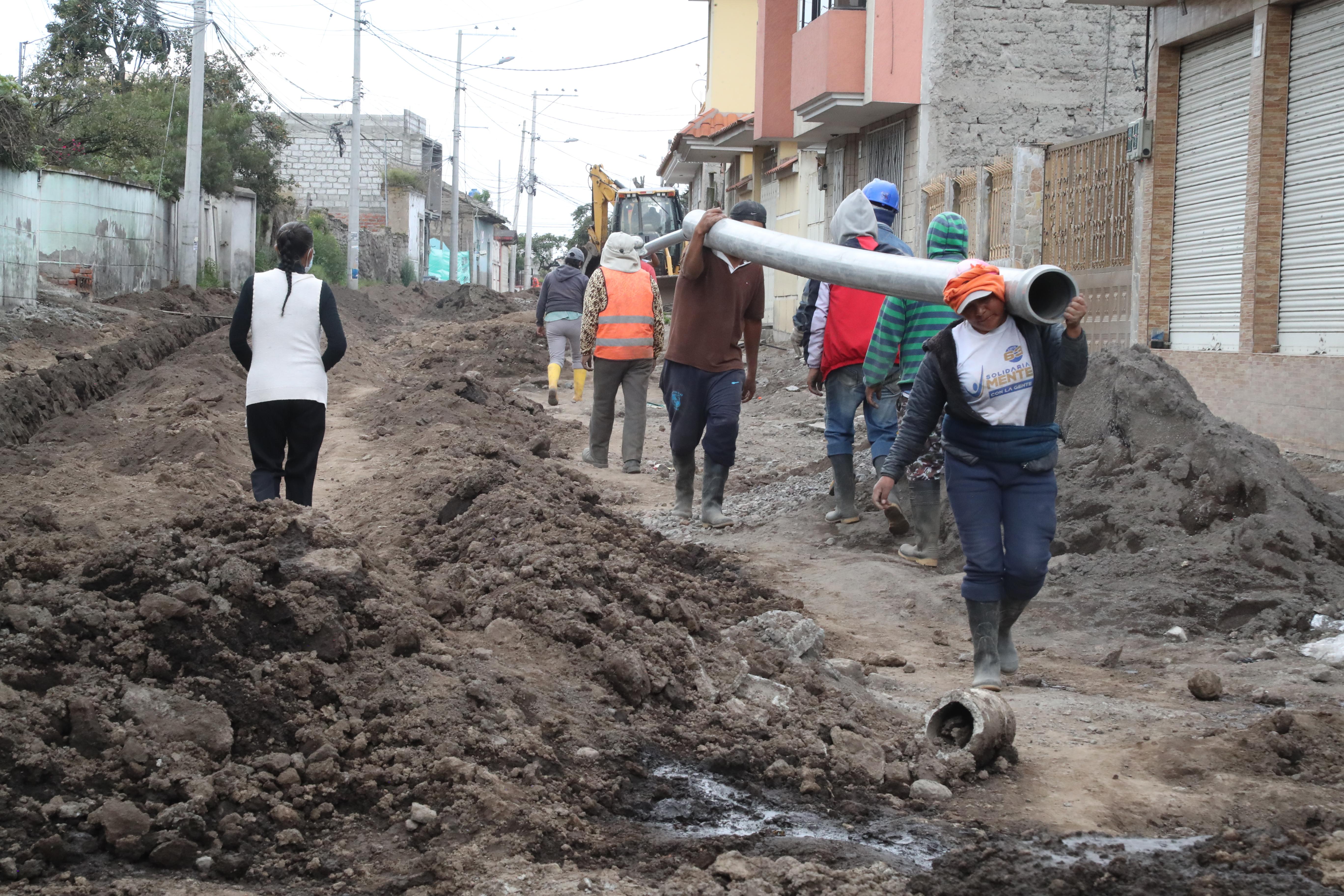 Dotación de alcantarillado en el barrio Callate registra un 32% de avance
